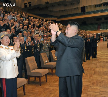 Kim Jong Un Has Photo Session with War Veteran Delegates