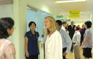 The chief executive of the Save the Children International and her party visit the Korea Association for Supporting the Children.