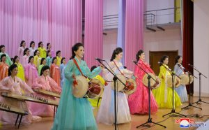 Women's Union Art Group  Gives Performance